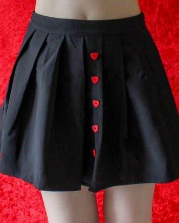 Zwart rok met hart knopen